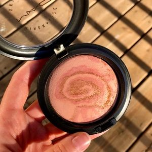 MAC Mineralize Skinfinish in Light Year